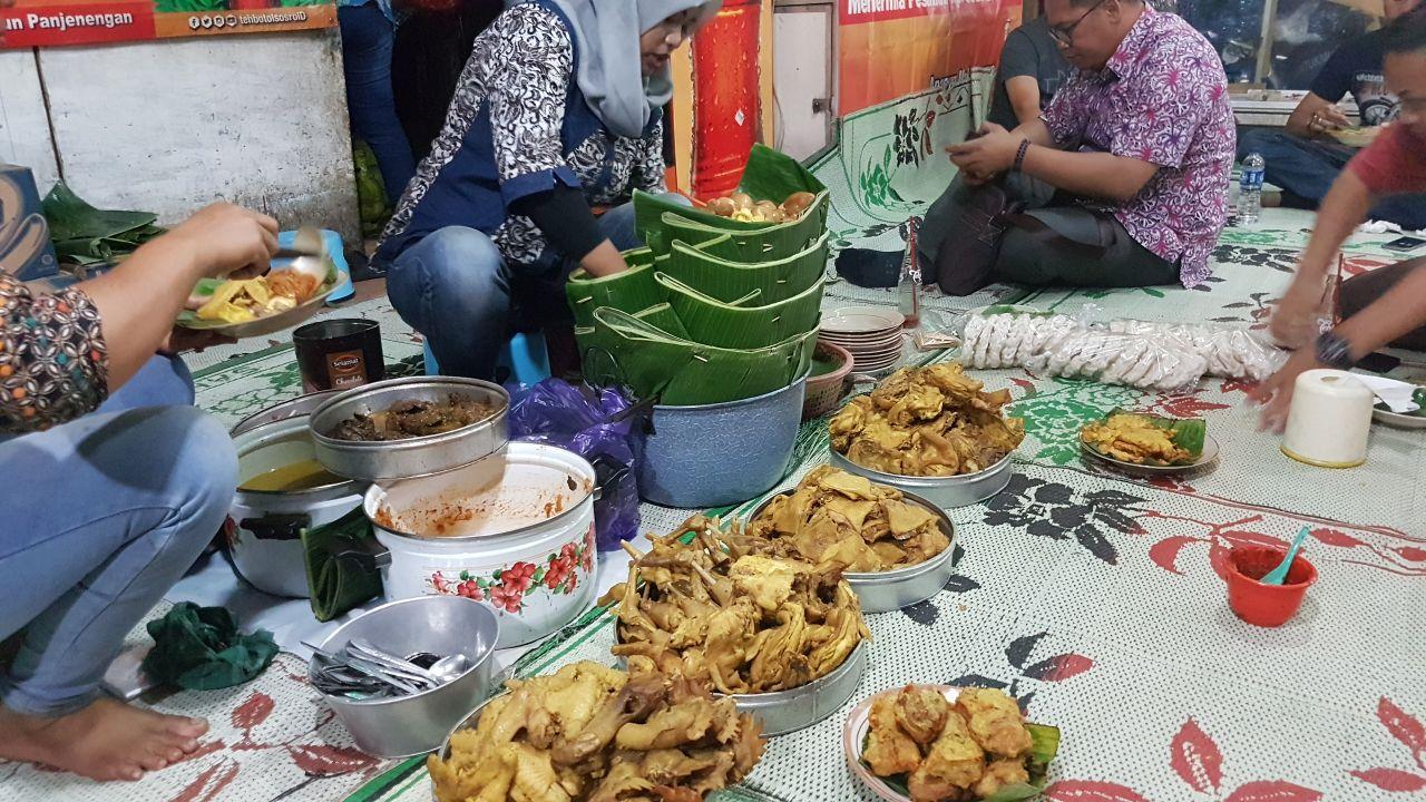 Makan Nasi Remes di Simpang Lima Semarang