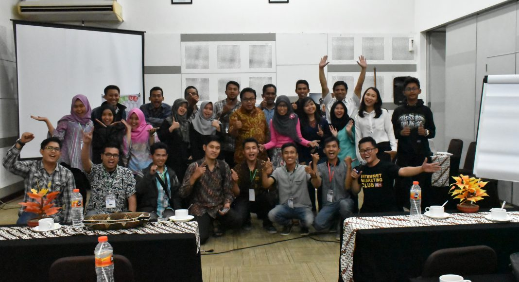 Seminar dan workshop dominasi google di hotel amaris
