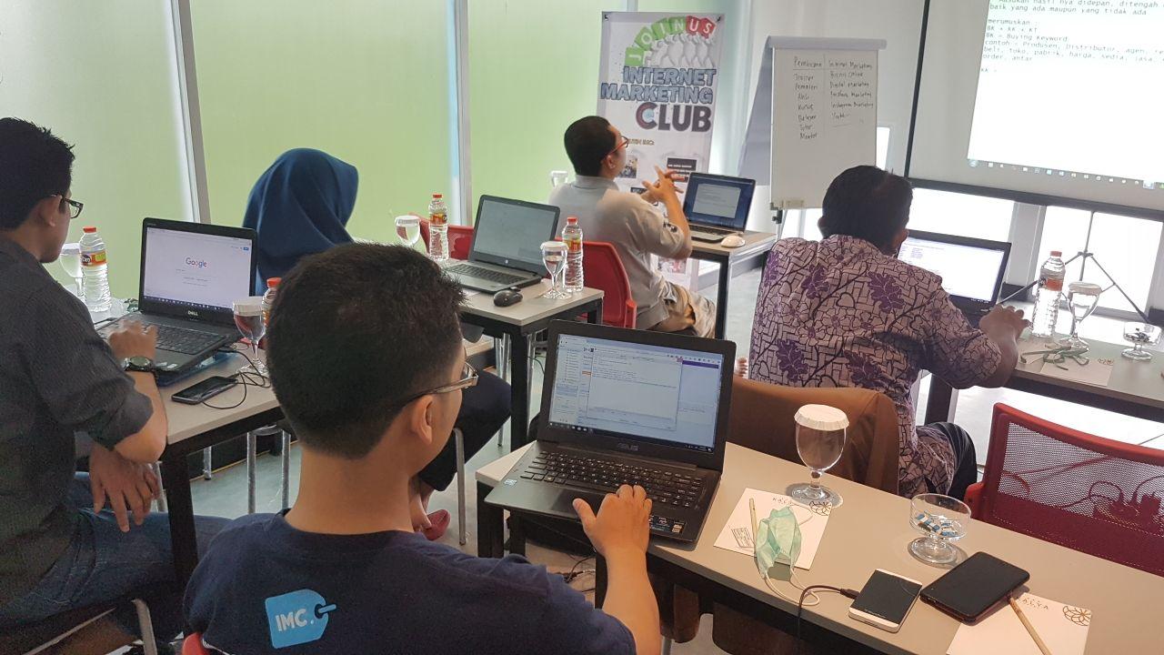 Workshop Internet Marketing Revolusi di Hotel Kayla Jogja